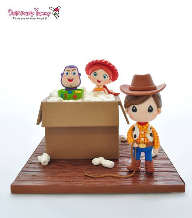 Toy Story figures & cake