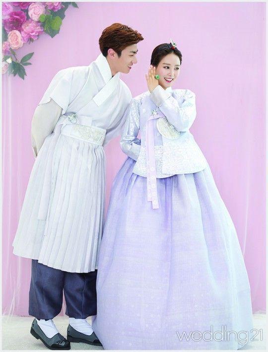 사랑하는 두 사람의 찬란한 순간을 고이 담아내는 한삼우리옷의 한복 웨딩 신.designed by 한삼우리옷