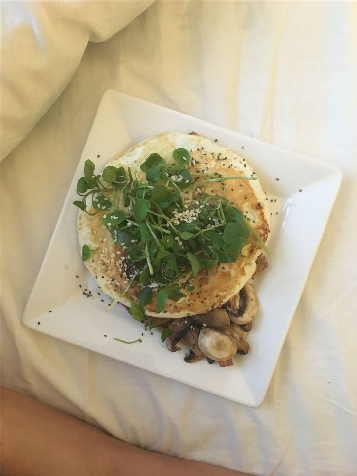 Huevos + berros + champiñones + sésamo + chía 💚