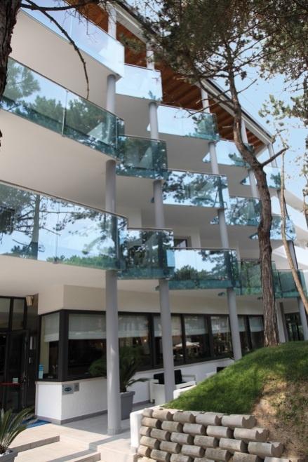 Le terrazze con tanto di vetrate luminose