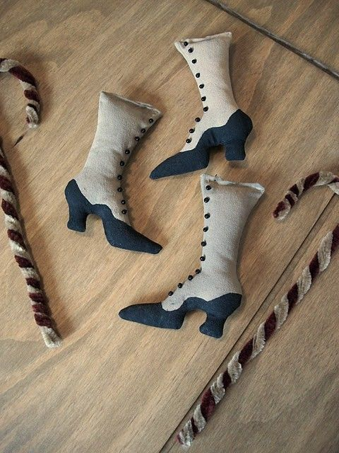 Our Pioneer Homestead: Free Victorian or Witch Boot Ornie Pattern - demonstrated as a Christmas ornie, but could be painted to be a witch's boot