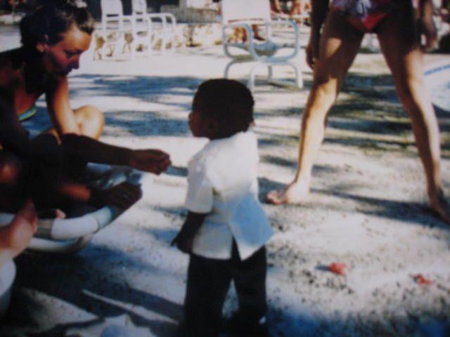 Pieni ruusunmyyjä-poika Dominikaaninen tasavalta silloin joskus.