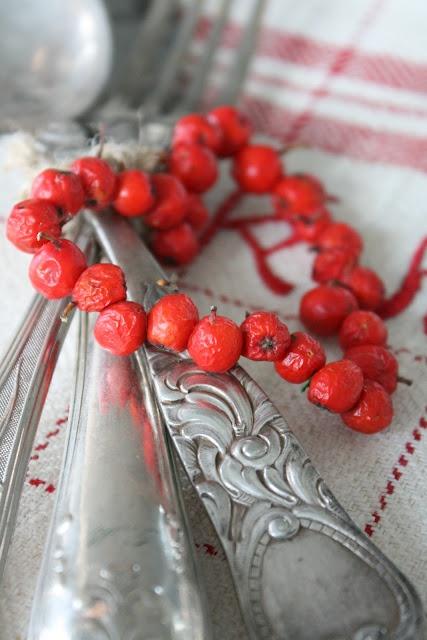 VIBEKE DESIGN: rowanberries heart http://www.pinterest.com/maftt/christmas/