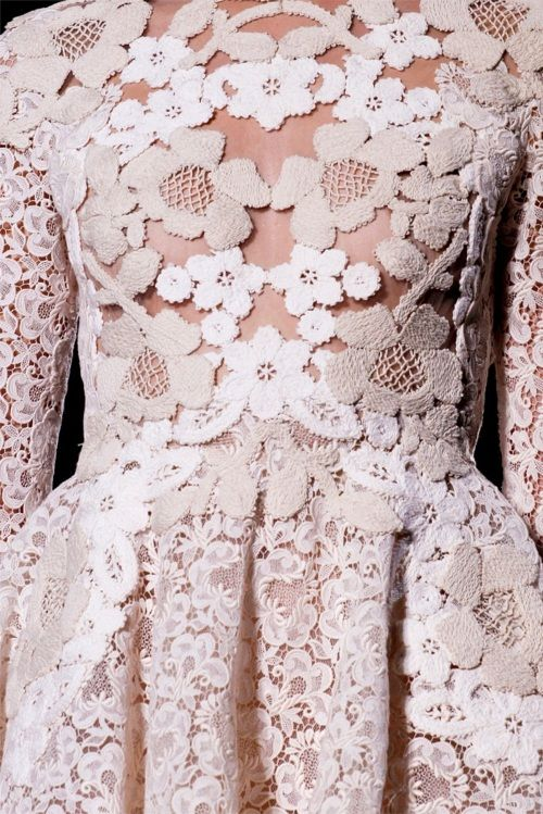 To die for....Valentino Haute Couture SS 2012. paris fashion week.: Couture Details, Paris Fashion, Fashion Week, Flowers Fashion, White Lace, Valentino Couture, Lace Dresses, Couture Fashion, Haute Couture