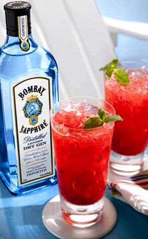 Red white & sapphire gin = gin, lemon juice, simple syrup, soda, & rasperries