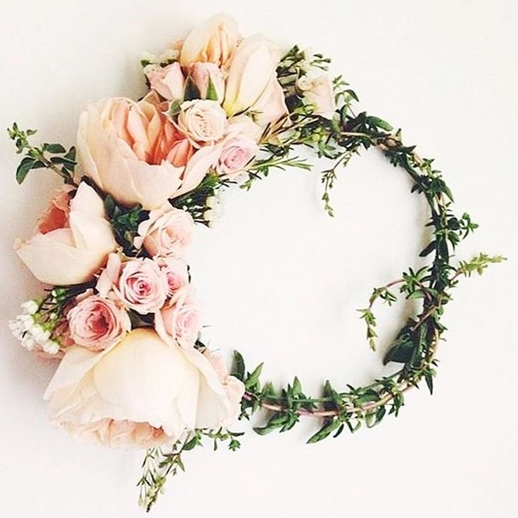 Perfection #flowers #floral #flowercrown #flowercrowns #peonies #roses #jasmine #orangeblossom #bride #bridesmaids #flowergirl #wedding #weddingday #weddingflowers http://misstagram.com/ipost/1548126070237460872/?code=BV8DHVkBnmI