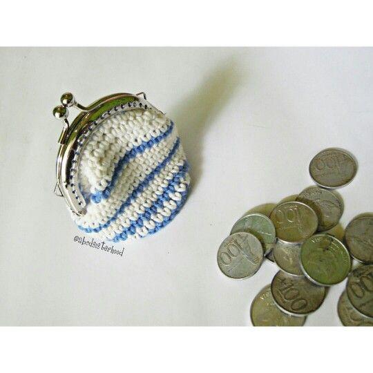 20rb  Dompet koin rajut, dari bahan benang katun bali, dengan detail furing  #purseframe #pursemalang #pursecrochet #crochetpurse #crochetmalang #rajutmalang #purse #crochet #rajut #rajutdompet #dompet #dompetrajut #dompetframe #dompetmalang #dompetkoin #coinpurse
