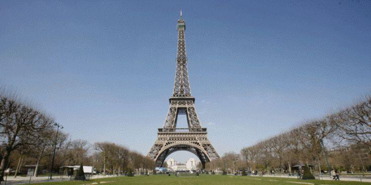 Στα αμερικανικά χρώματα απόψε ο Πύργος του Άιφελ
