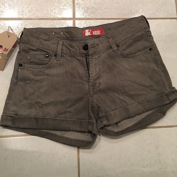 ✨brand new with tags✨H&M jeans shorts H&M gray jean shorts size 28. A little wrinkled from moving but they have never been worn. H&M Shorts Jean Shorts