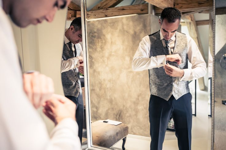Préparation du marié à la Maison d'Igor à Morges (Vaud)