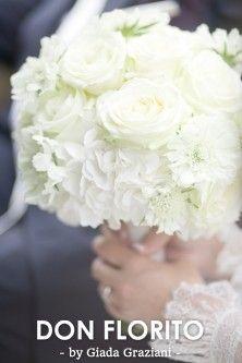 Heel veel verschillende soorten bruidsboeketten, voor elke bruid een customized boeket.  Wit, bont, in pastels, wild, compact, losjes gebonden.... door DON FLORITO