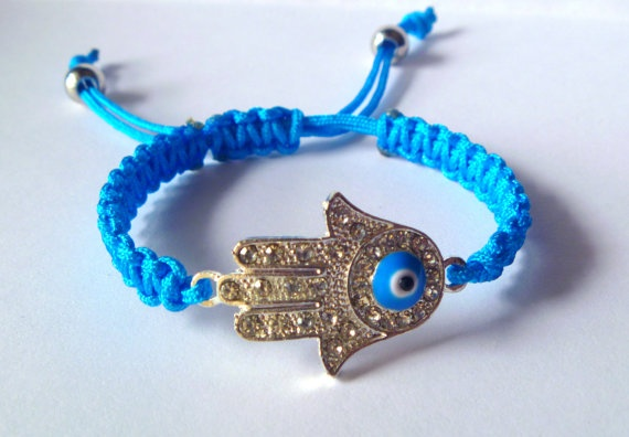 Hamsa hand macrame bracelet by NNbraceletsandmore on Etsy, €8.00