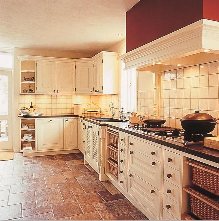 Luxe maatwerk landelijke keuken - MDF paneelfronten - houten knoppen - schouw - The Living Kitchen by Paul van de Kooi