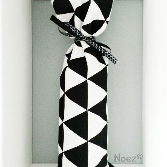 www.noez.nl  De kruikenzak is ook leuk met de zwart witte driehoekjes ♡  #kruikenzak #handmade #babykamer #zwanger #noezhandmade #baby