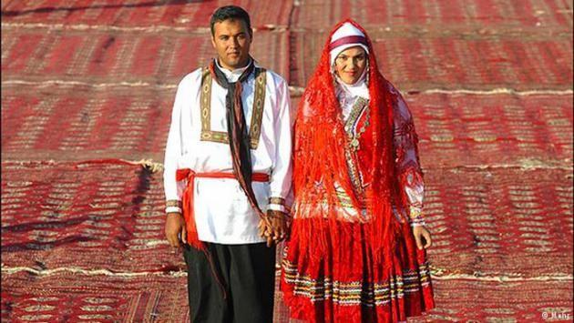Eine traditionelle Hochzeit in dem Dorf Adineh Qoli in der Provinz Nord-Khorasan