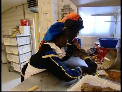 ▶ Zwarte pieten leren pepernoten bakken bij Bakkertje Deeg - YouTube