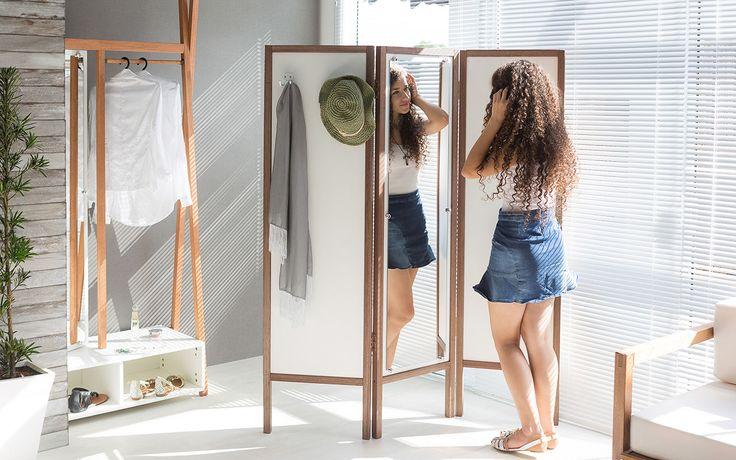 Este lindo biombo com espelho pode fazer a diferença na sua decoração! Um biombo espelhado é um móvel muito versátil, combinando com qualquer espaço. Afinal um biombo de mdf com espelho pode ser utilizado no quarto como um perfeito cabideiro