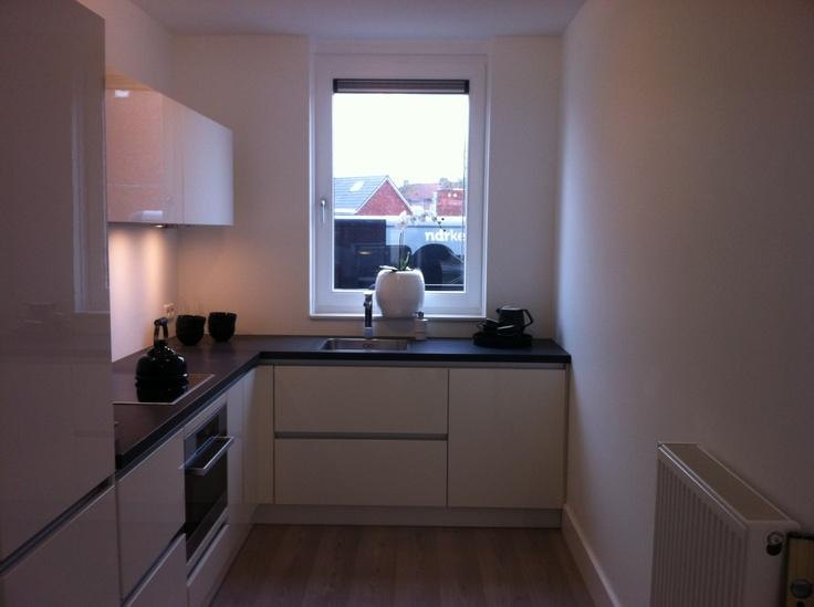 Witte Keuken Taupe Muur : hoogglans keuken met taupe muur 18 keuken witte keuken met taupe muur