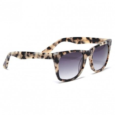 Luxuriously classic wayfarer sunglasses made from high-quality acetate with a milky tortoise print