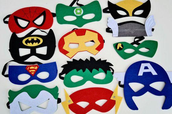 Party Pack de vinte e quatro (24) Quarto de feltro Máscaras-17 super-herói estilos para escolher-Superman Spiderman Batman Hulk Homem de Ferro Capitão América