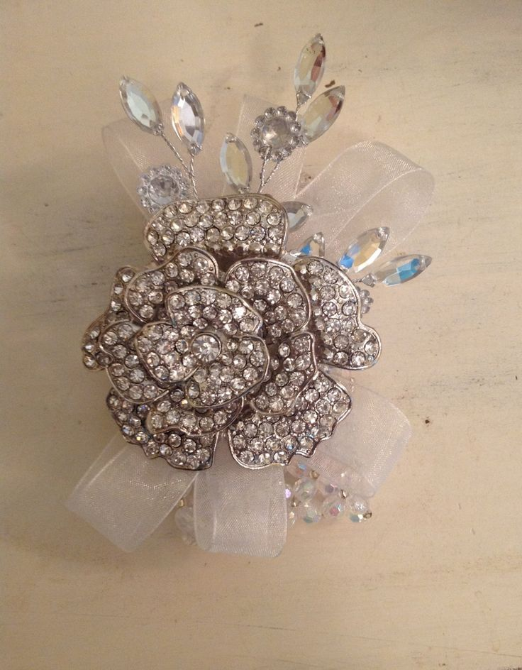 You could have 1 big brooch, and then build around it with ribbon and wired bits