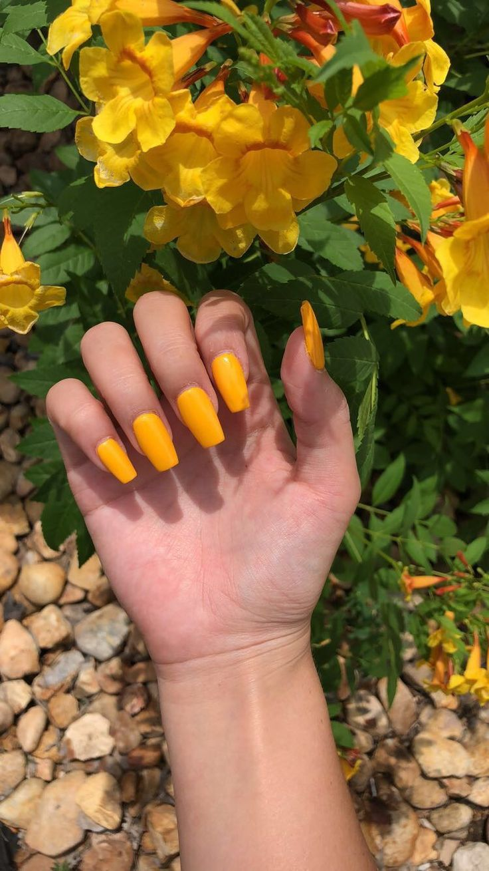 gelbe Acrylnägel