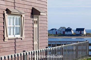 Canada, Québec, région de Duplessis, Basse-Côte-Nord, croisière sur le Nordik Express,  le village de Natashquan, les Galets, baraquements de pêche classés biens culturels en raison de leur valeur patrimoniale
