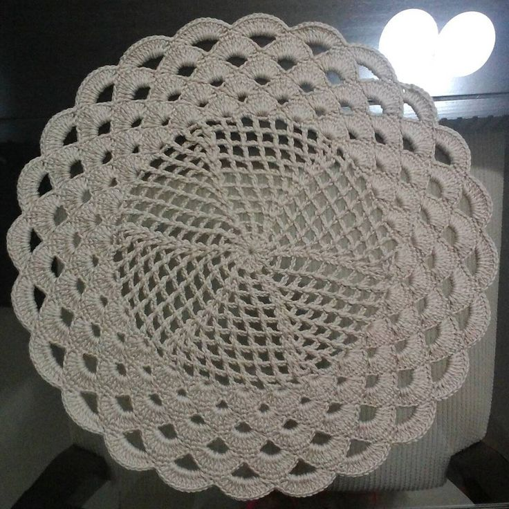 """Acabei de fazer esse modelo maravilhoso da @soniamaria_falandodecrochet  #crochê #sousplatdecroche"""
