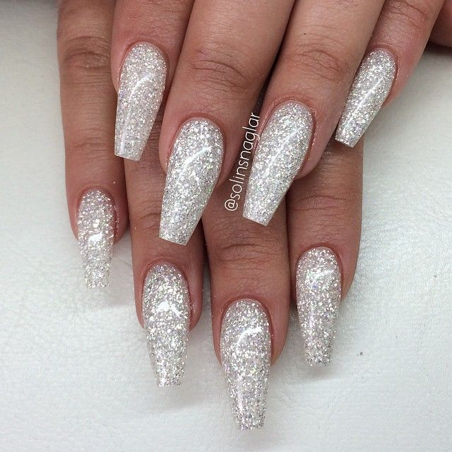 White And Silver For Prom Nail Ideas: Silver/vitt Glitter Från @fanzis_com