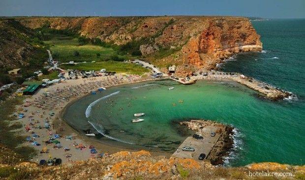 Daca visezi la o vacanta exotica mai aproape de casa, fara sa mergi la Marea Mediteraneana, te invitam sa descoperi cateva locuri deosebite la Marea Neagra. Se afla la mai putin de 50 de kilometri de Vama Veche. Bolata – la 57,1 km de Vama Veche Este de fapt un golfulet mic pitoresc inconjurat de …