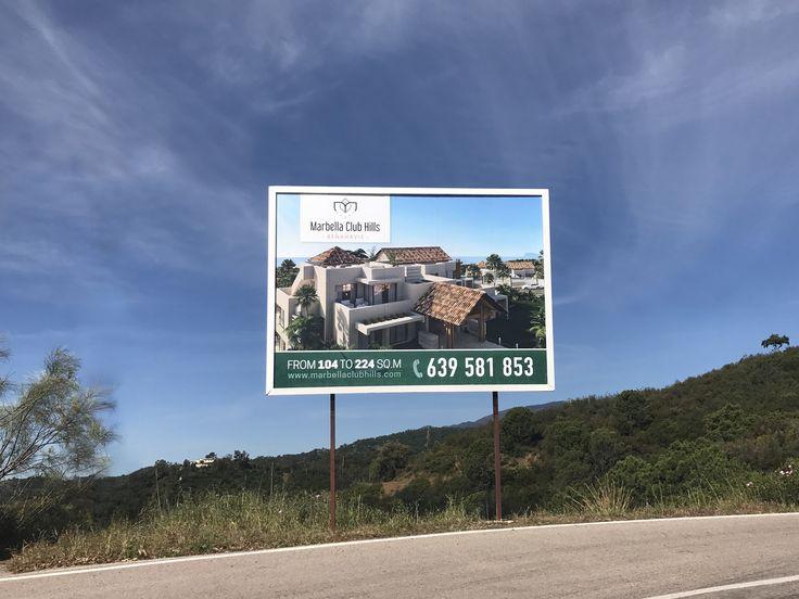 Para una promoción inmobiliaria es fundamental una buena campaña publicitaria, y esto incluye la publicidad exterior. Ejemplo de ello es Marbella Club Hills, que nos encargaron la fabricación e instalación de dos vallas publicitarias situadas en la zona donde irá su promoción en Benahavís.
