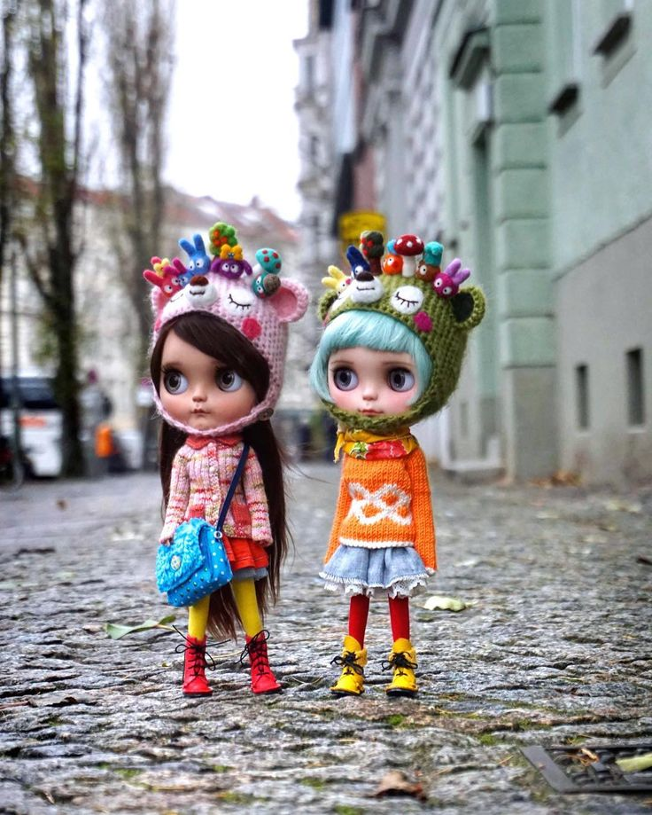 ..good morning Berlin.. #miema #miemadollhouse #berlin #madeingermany #madeinberlin #streetstyle #street #streetphotography #blythe #takara #takaratomy #kenner #toy #two #outdoor #sony #morning #walk #girls #doll #instadoll #blythedolls #instablythe #lovely #prenzlauerberg