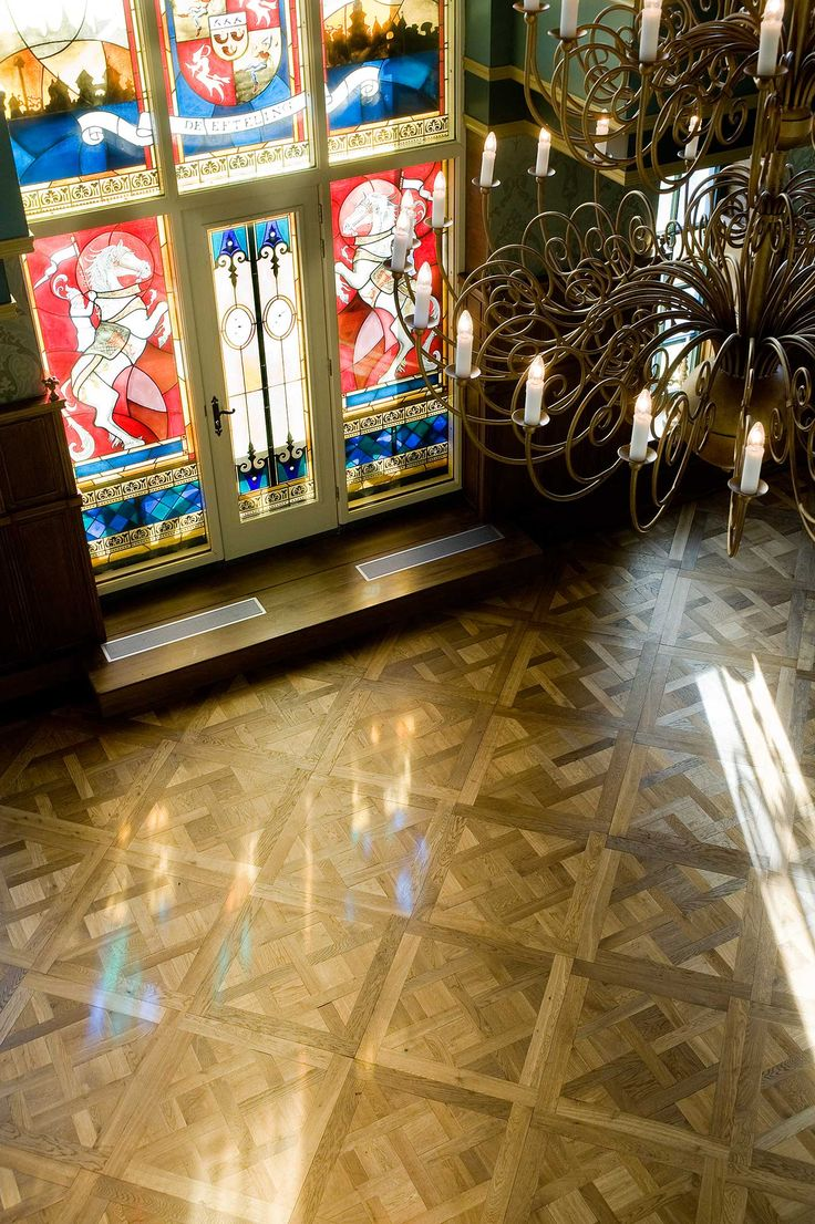 Parquet Panel | Throne Room at the Efteling theme park | Kaatsheuvel A place of fairytales and wild rides that has drawn over 100 million people since 1952. A demanding environment with a custom-sized version of our Basilica Chapel Parquet Versailles Panel