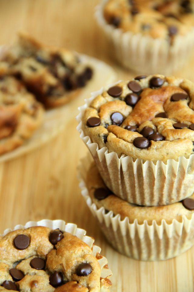. banana oat greek yogurt muffins .
