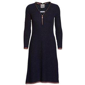 BELLA dress w zipper, dark navy. Cozy and soft knitted dress with a fine bronze coloured zipper and matching edges at the sleeves and in the bottom.