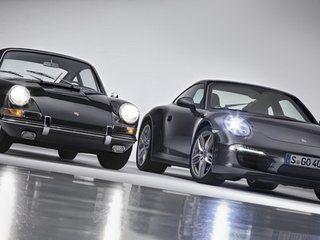 911. Οι τρεις αριθμοί, που χαρακτηρίζουν το Άγιο Δισκοπότηρο της Porsche γίνονται εφέτος 50 ετών και η γερμανική μάρκα γιορτάζει την επέτειο με μία ειδική έκδοση της νέας 911. Στο βίντεο που ανεβάσαμε, δίνουν ραντεβού η 911 πρώτης γενιάς με τη σημερινή. Δύο τόσο διαφορετικά, αλλά και τόσο όμοια -στο DNA του- μοντέλα! Απολαύστε τις!