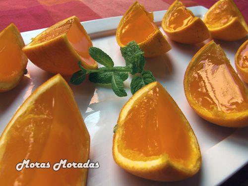 gajos de gelatina de naranja, lejos lo mas lindo que algún día comí en un cumpleaños...