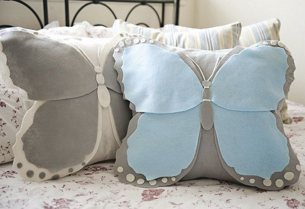 Do you like this delightful pillow in the form of a butterfly? And this one is just as easy to make and equally adorable. Learn how to do http://hative.com/diy-pillow-ideas-and-tutorials/