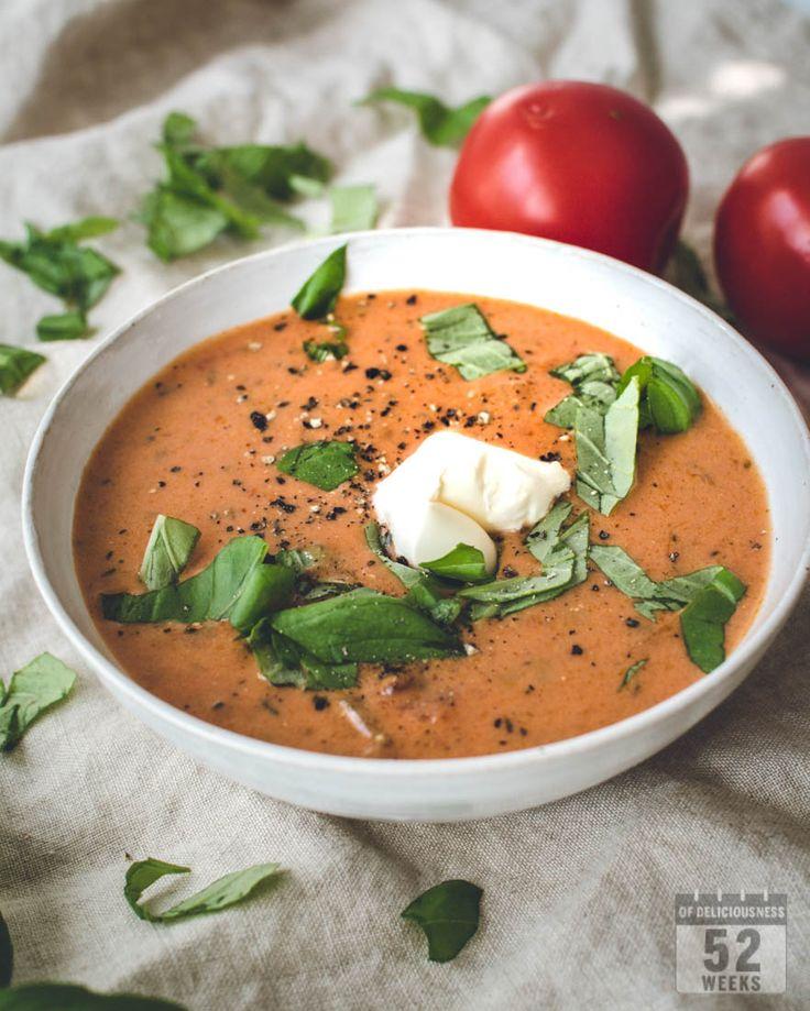 Kermainen linssikeitto on helppo ja hyvä keitto koko perheelle, mausta tinkimättä. Tee keiton kaveriksi juustoiset pestoleivät ja ihana ateria on valmis.