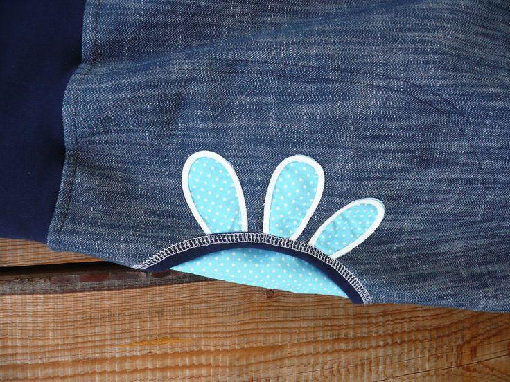 Modrá s aplikací Originální dámská sukně - áčkovka nebo balonovka - podle nálady. Ozdobená aplikací a velkými kapsami. V pase je pružný dvojitý úpletový lem s vloženou gumou,aby dobře držel.Zevnitř pasu je nechaná dírka,takže si můžete gumu kdykoliv upravit, případně vyndat. Dole je tunýlek a šňůrka s brzdičkou na ozdobu,případně na stažení. Materiál: ...