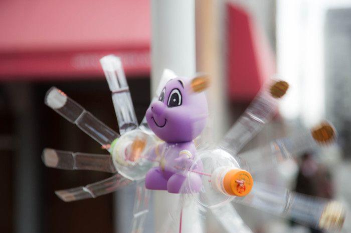 ペット ボトル の 風車 の 作り方