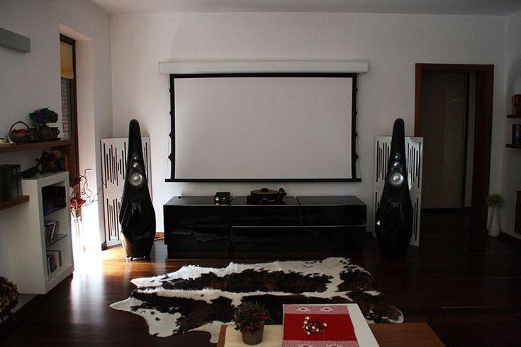 Páteční odlehčení. Příklad, jak se žije v domě s multiroom systémem NuVo. Více ve fotogalerii na http://www.hifi-voice.com/inteligentni-bydleni/1818-jak-se-zije-s-multiroom-systemem.html