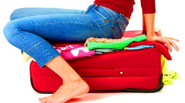 De zomervakantie staat voor de deur! Met deze tips wordt koffers pakken een eitje. De handigste koffer Om te voorkomen dat je je een breuk sleept kun je het best kiezen voor een koffer op wieltjes met een uitschuifbaar handvat. Tenzij je van plan bent porselein mee te nemen, kun je het best een zachte koffer kiezen. Deze zijn lichter dan harde en kunnen schokken beter absorberen. What (not) to ...