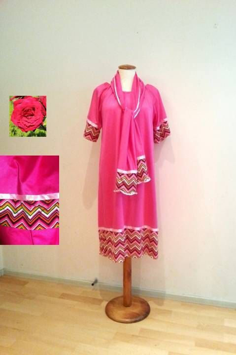 Pink tunic dress, multi color zig zag in dress and sleeves, light pink decorative ribbons, white buttons, jersey stretch, onesize S/M/L 34-44 (EU).