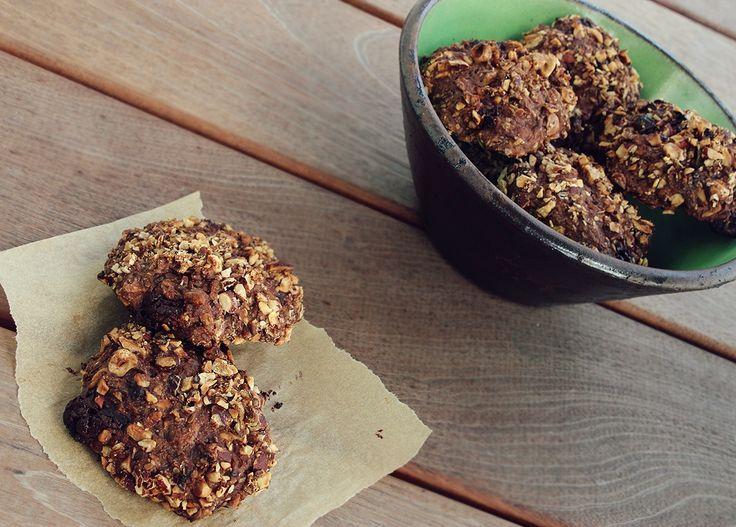 Kender I de der vildt lækre rugboller med chokoladestykker fra Lagkagehuset - chokorug hedder de? De smager superlækkert, og jeg har fået flere henvendelser fra mine søde læsere, der godt kunne tænke sig en opskrift på chokorug, så de kan lave dem derhjemme. Nu har jeg lavet min helt egen ve....