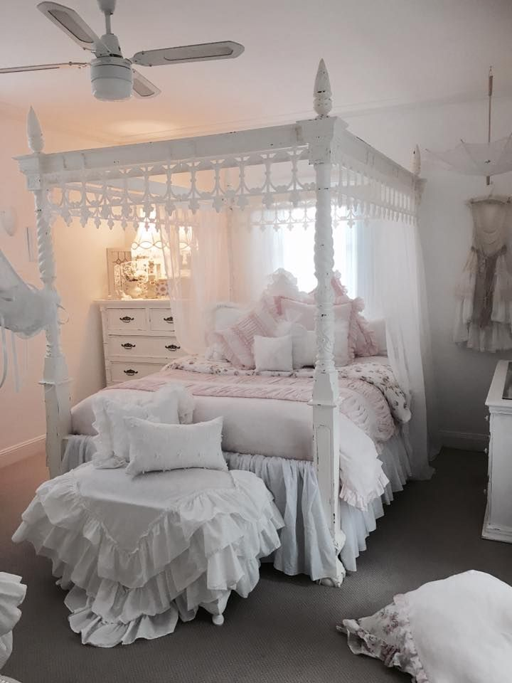 Pretty bed!  Looks like garden bed trim painted white and fastened upside-down around the top. ..Clever