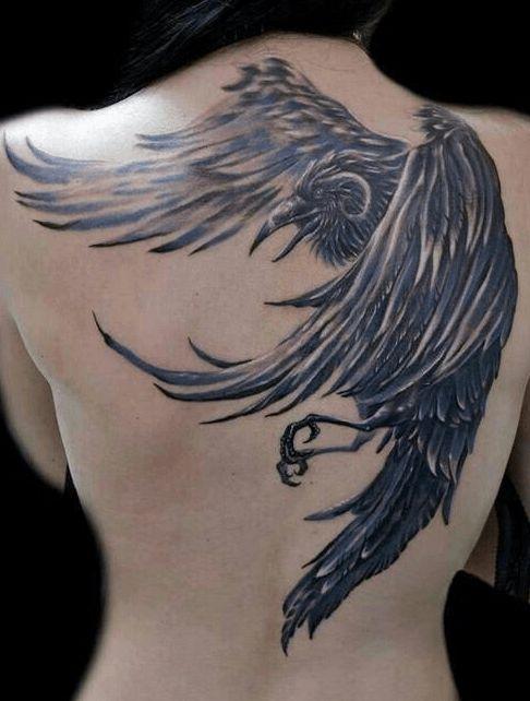 Tatouage corbeau dos