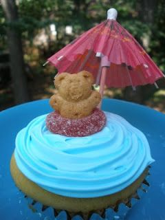Pool Party Cupcakes - could also use fruit roll-up pieces as towels for the bear to lay on or goldfish crackers as decorations too.
