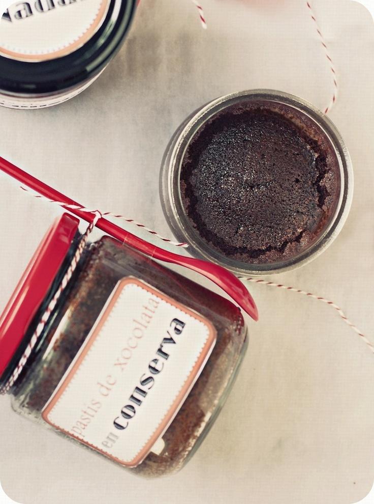 Un secret: li encanta el pastís de xocolata en conserva de La cuina vermella!!