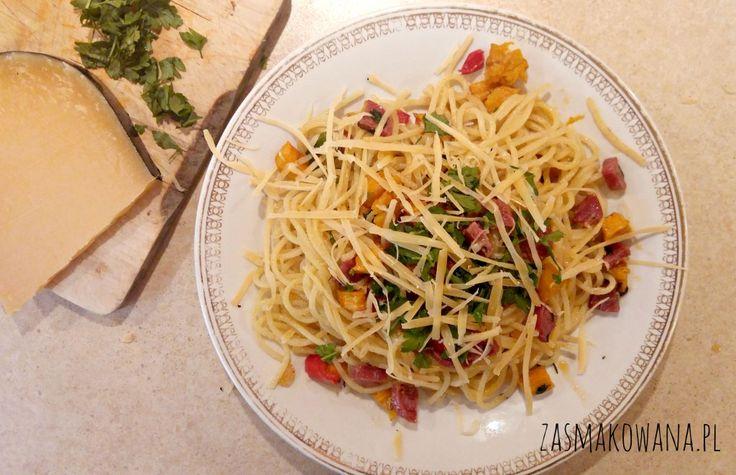 Spaghetti z dynią, papryczką chilli i salami z koprem włoskim: http://www.zasmakowana.pl/spaghetti-z-dynia-i-chilli/